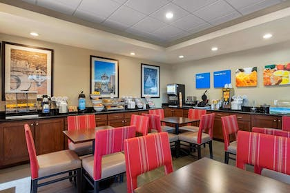 Breakfast Area | Comfort Inn Port Arthur