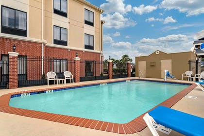 Pool | Comfort Inn Port Arthur