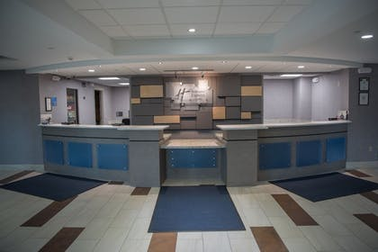 Lobby | Holiday Inn Express Hotel & Suites in North East (Erie)