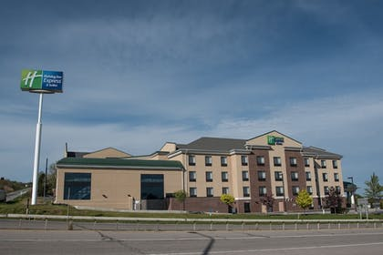 Building design | Holiday Inn Express Hotel & Suites in North East (Erie)