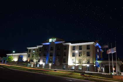 Exterior | Holiday Inn Express Hotel & Suites in North East (Erie)