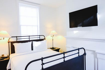 Guestroom | Royal Frenchmen Hotel and Bar