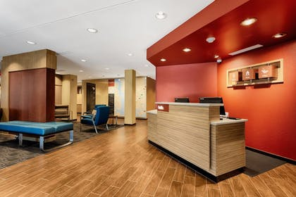 Lobby | TownePlace Suites Charleston Mt. Pleasant