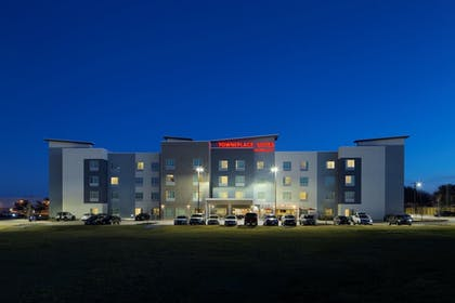 Hotel Front - Evening/Night | TownePlace Suites by Marriott Austin Round Rock