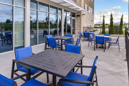 Outdoor Dining | Holiday Inn Express & Suites Kansas City - Lee's Summit