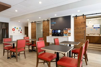 Restaurant | Holiday Inn Express and Suites-Cincinnati NE - Red Bank Road