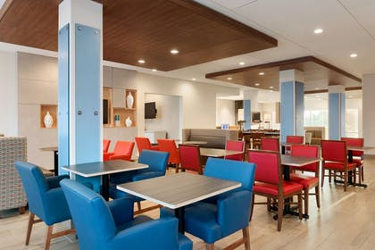 Breakfast Area | Holiday Inn Express and Suites-Cincinnati NE - Red Bank Road