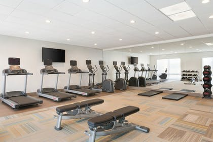 Fitness Facility | Holiday Inn Express and Suites-Cincinnati NE - Red Bank Road