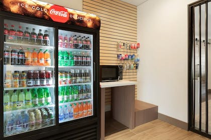 Vending Machine | Holiday Inn Express and Suites-Cincinnati NE - Red Bank Road