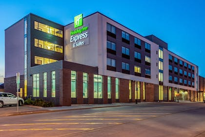 Exterior | Holiday Inn Express and Suites-Platteville