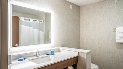 Guestroom | Holiday Inn Express and Suites-Platteville