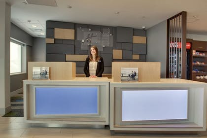 Lobby | Holiday Inn Express and Suites-Elizabethtown North