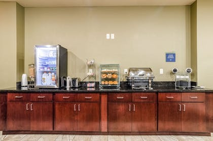 Breakfast buffet | Cobblestone Hotel & Suites - Gering/Scottsbluff