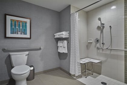 Bathroom Shower | Hyatt Place Eugene / Oakway Center
