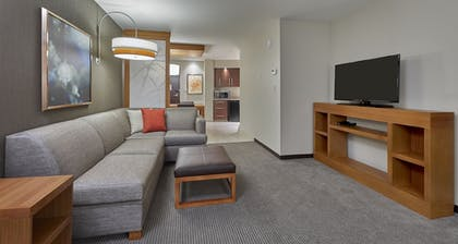 Living Area | Hyatt Place Eugene / Oakway Center