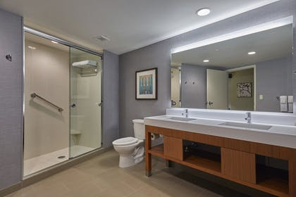 Bathroom | Hyatt Place Eugene / Oakway Center