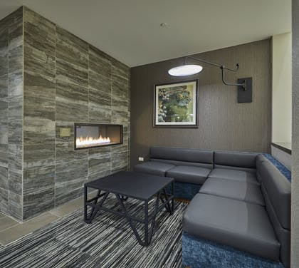 Fireplace | Hyatt Place Eugene / Oakway Center