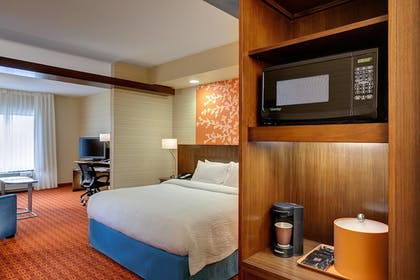 Guestroom | Fairfield Inn & Suites by Marriott Asheville Tunnel Road