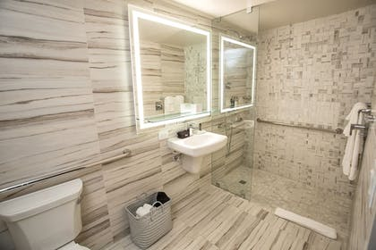 Bathroom | The Fredonia Hotel and Convention Center