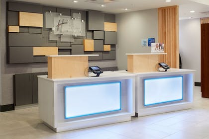 Lobby | Holiday Inn Express & Suites-Cincinnati North - Liberty Way