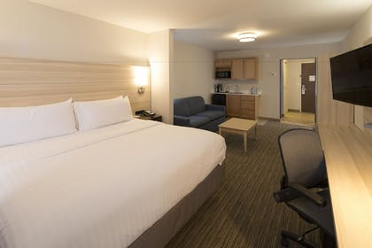 Guestroom | Holiday Inn Express & Suites Gaylord