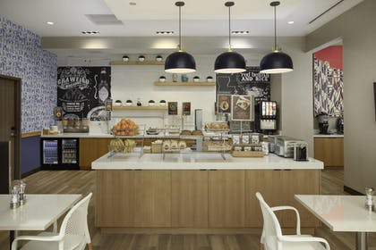 Breakfast Area | SpringHill Suites by Marriott New Orleans Downtown/Canal Street