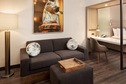 Guestroom | SpringHill Suites by Marriott New Orleans Downtown/Canal Street