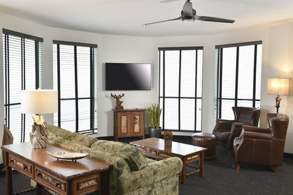 Living Area | Stoney Creek Hotel & Conference Center