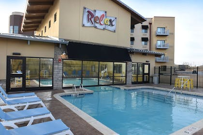 Outdoor Pool | Stoney Creek Hotel & Conference Center