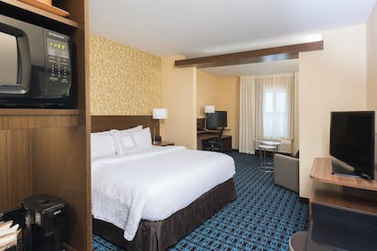Guestroom | Fairfield Inn & Suites by Marriott West Monroe