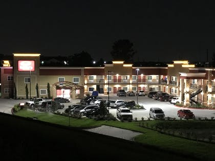 Hotel Front - Evening/Night | Econo Lodge Inn & Suites Houston Willowbrook