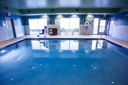 Pool | Holiday Inn Express and Suites Gettysburg