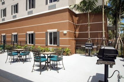 Outdoor Dining | Candlewood Suites Miami Exec Airport - Kendall