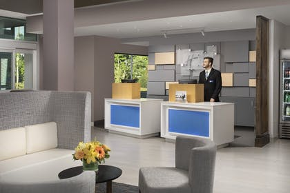 Lobby | Holiday Inn Express and Suites North Brunswick
