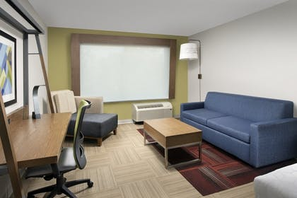 Living Room | Holiday Inn Express and Suites North Brunswick