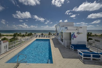 Rooftop Pool | Strand on Ocean by Sunnyside Hotels