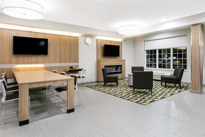 Lobby | Microtel Inn and Suites by Wyndham Lubbock