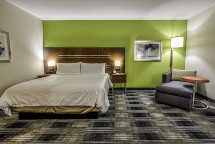 Guestroom | Holiday Inn Express & Suites Farmers Branch