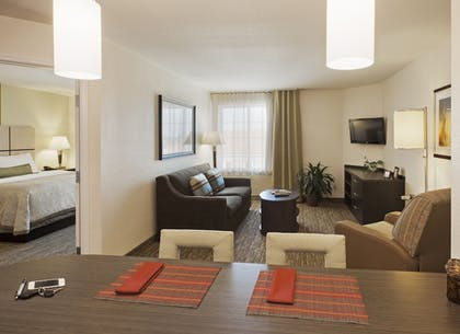 Guestroom | Candlewood Suites Farmers Branch