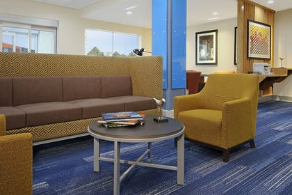 Lobby Sitting Area | Holiday Inn Express & Suites Lake Charles South