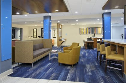 Lobby Lounge | Holiday Inn Express & Suites Lake Charles South