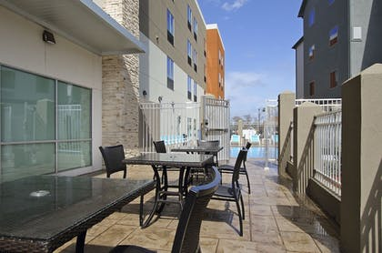 Outdoor Dining | Holiday Inn Express & Suites Lake Charles South