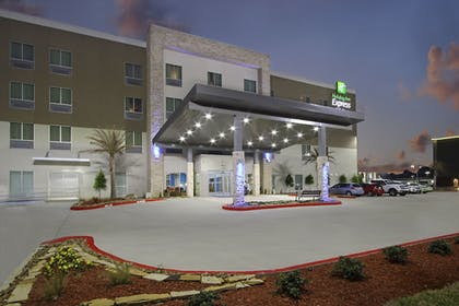 Exterior | Holiday Inn Express & Suites Lake Charles South