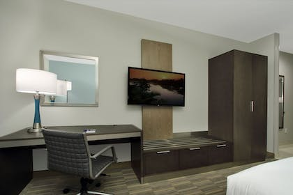 Guestroom | Holiday Inn Express & Suites Lake Charles South