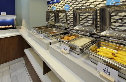 Restaurant | Holiday Inn Express & Suites Lake Charles South