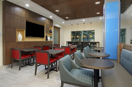 Breakfast Area | Holiday Inn Express & Suites Lake Charles South