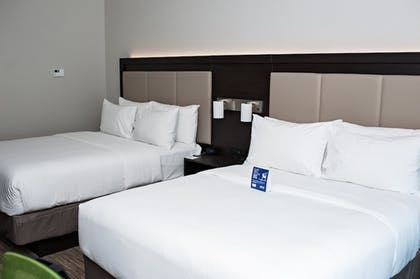 Guestroom   Holiday Inn Express And Suites- Birmingham North-Fultondale