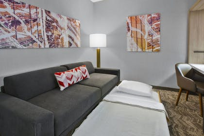 Living Area | SpringHill Suites by Marriott Chattanooga North/Ooltewah