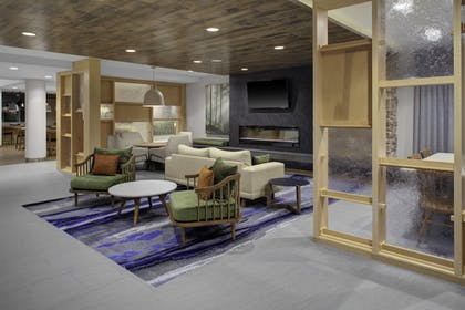 Lobby | Fairfield Inn & Suites by Marriott Roanoke Salem