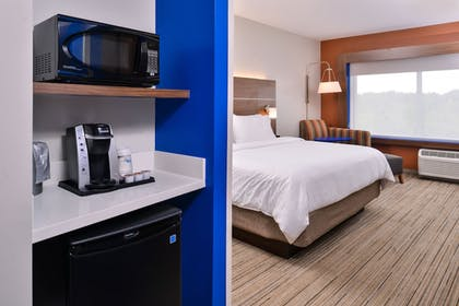 Guestroom | Holiday Inn Express & Suites Farmville